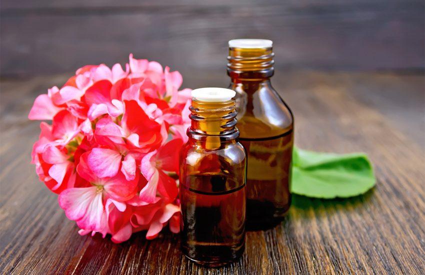 """<img src=""""huileessentiellegeranium.jpg"""" alt=""""huile essentielle de géranium rosat""""/>"""